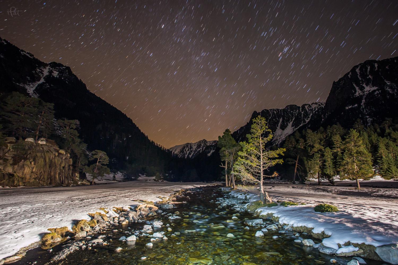 Magie de la nuit et du plateau du Clot. Avec les lumières de la dameuse de Maurice :)
