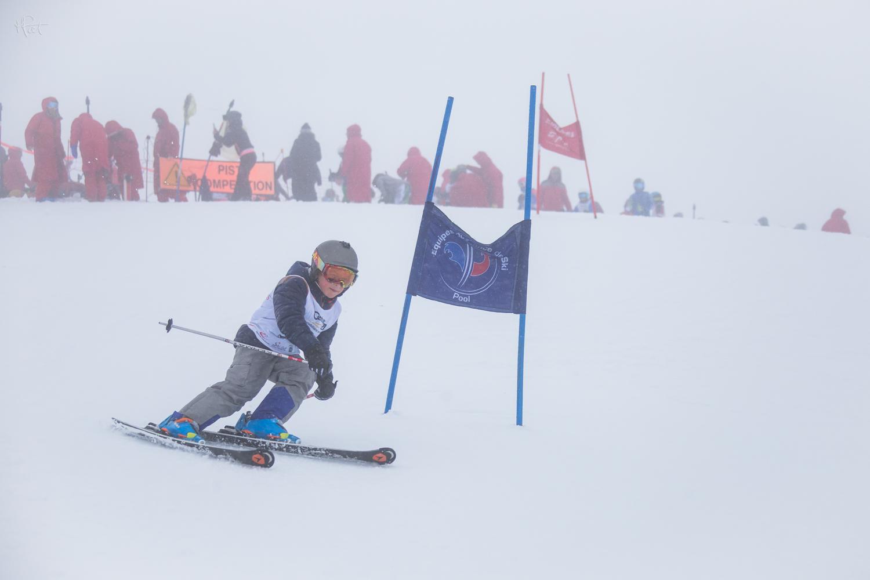 Pour finir en beauté et en famille, la première course de mon fils Jules. Malgré une météo capricieuse, il s'est fait bien plaisir. Merci au Ski Club et aux entraineurs.