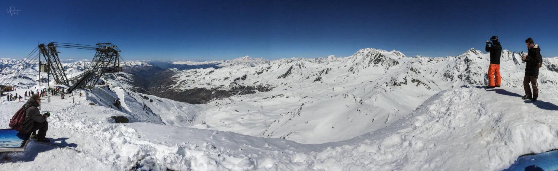 Au sommet de valthorens à 3200 m., la vue est dingue avec le Mont Blanc en face.
