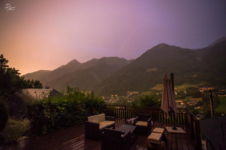Un soir de juillet, l'humidité est forte et la lumière magique. Au dessus de La Musardière.