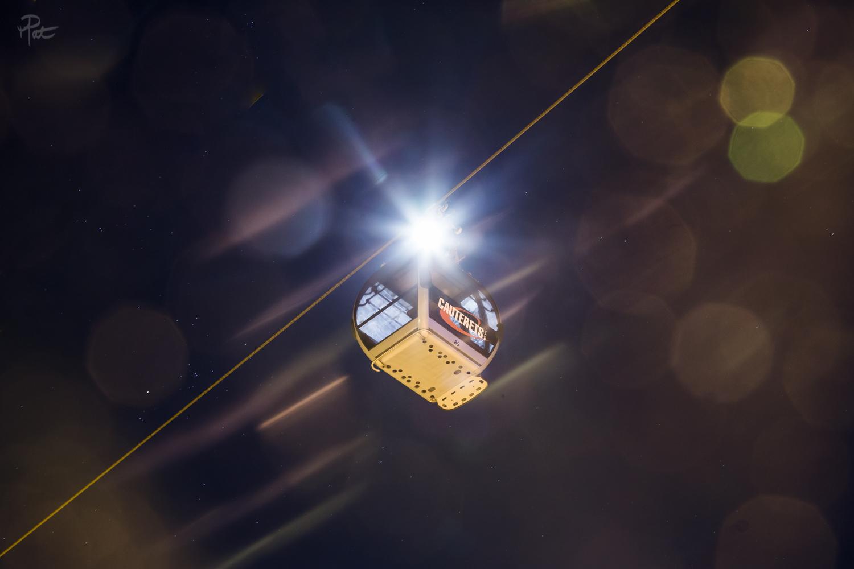 Super Lune à travers la télécabine du Lys.